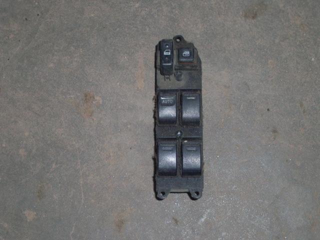 Schalter Fensterheber aus Toyota AVENSIS Station Wagon (_T22_)