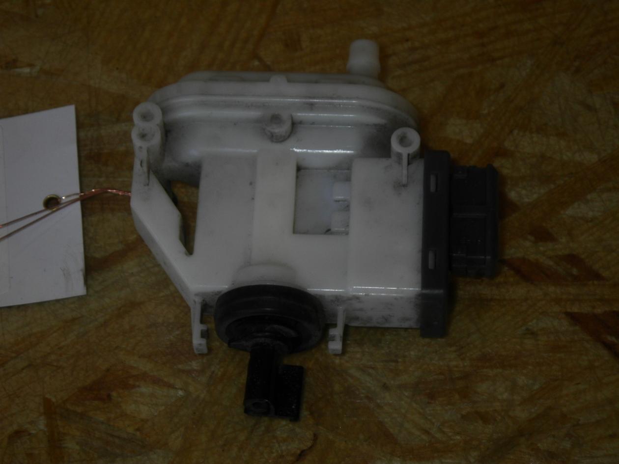 Stellelement Zentralverriegelung aus VW PASSAT Variant (3A5, 35I)